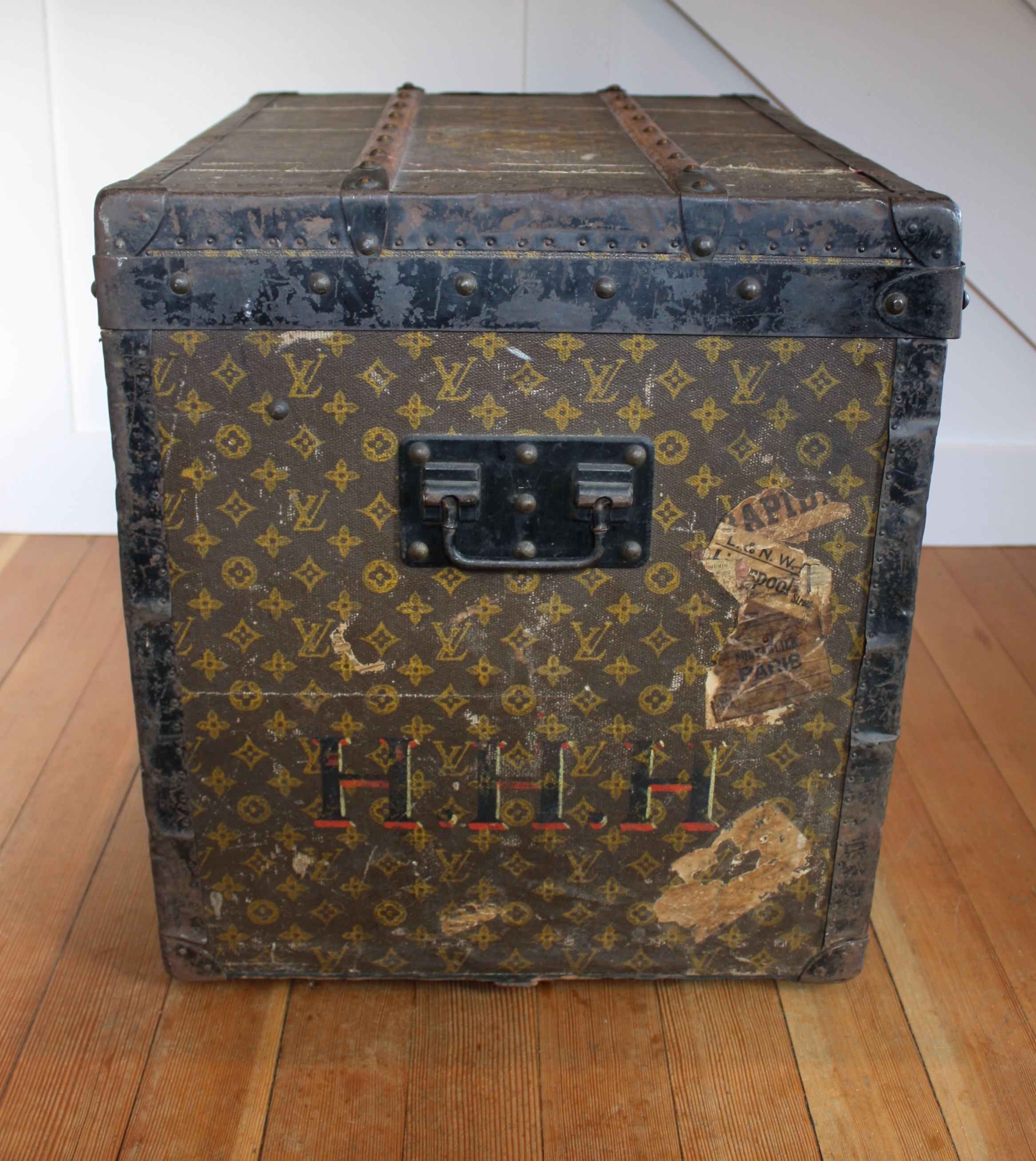 louis vuitton beyond the logo vintage fashion guide blog. Black Bedroom Furniture Sets. Home Design Ideas