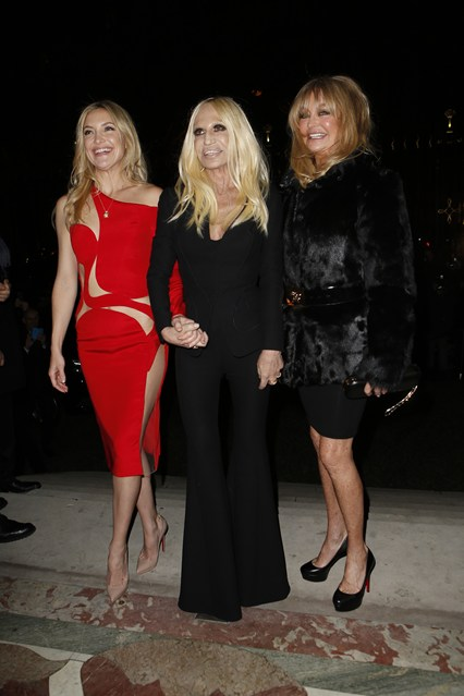 Kate Hudson, Donatella Versace, & Goldie Hawn in Versace Couture from Vogue UK