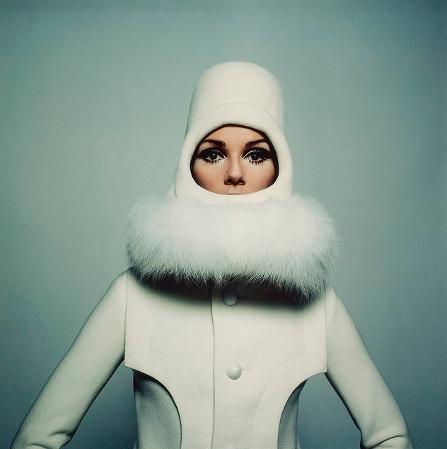 1965 Courrèges space-age look.  Photographed by Peter Knapp.