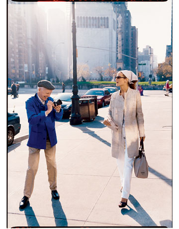 Bill Cunningham photographing Carolyn Murphy for Harper's Bazaar.  Image courtesy of harpersbazaar.com.